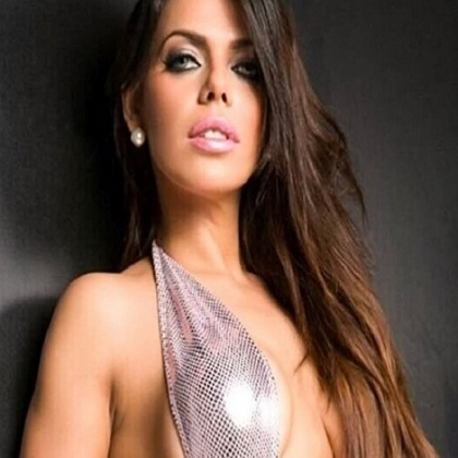 Miss BumBum rinde un sensual y permanente homenaje a Messi (fotos exclusivas)